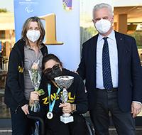 Rossella Placuzzi, premiata per SPF, con Magda e il Presidente della Federazione Italiana Paolo Azzi (foto Bizzi)